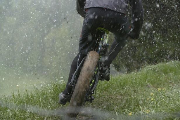 Mobil bei jedem Wetter: So bleiben Radfahrer trocken - ©BR - PULS Playground
