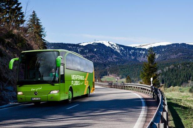 Mit dem Fernbus geht es über Nacht in die schönsten Skigebiete der Alpen - ©MeinFernbus/Flixbus
