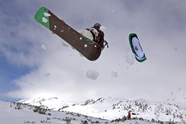 Achensee snowkiten by Frank Suess
