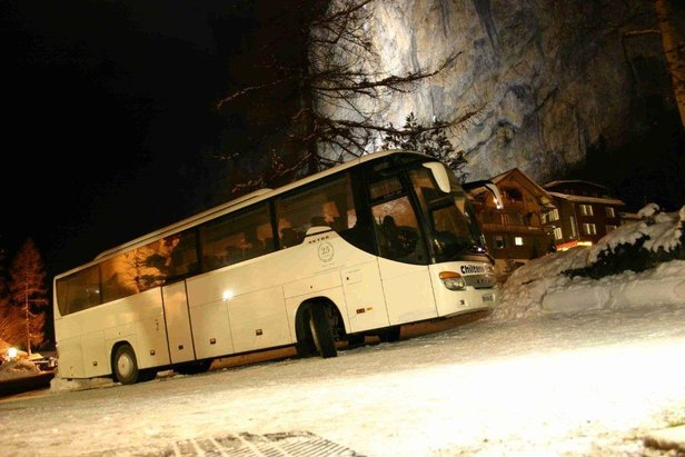 SkiBus taking passengers to the French Alps - ©SkiBus
