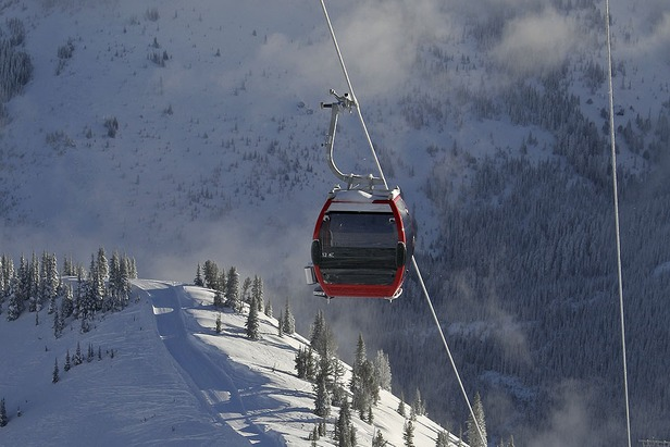Crystal Mountain Gondola and Skiers