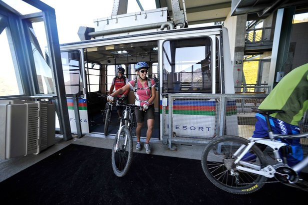 Alyeska tram bikes (Hagephoto.com)