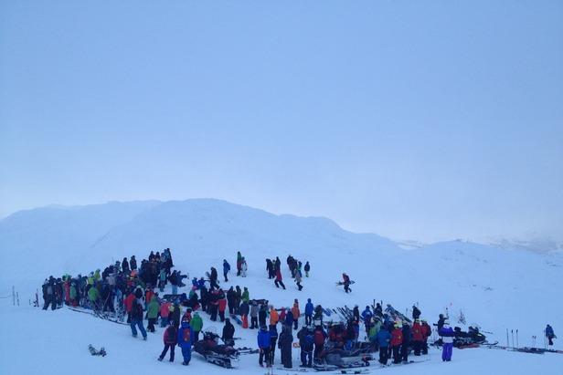 Minnestund for Lars Eriksen (1970 - 2012) på toppen av Totten 2 i Hemsedal Skisenter 26. desember 2012