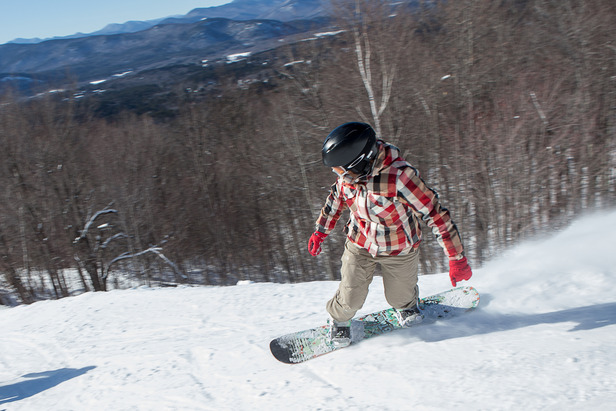 A snowboarder cruises down the mountain at Cranmore. Photo Courtesy of Cranmore Mountain Resort.