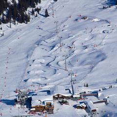 Snowpark et boardercross de Courchevel 1850 sous le télécabine des Verdons - ©© Savoie Mont Blanc / Réto