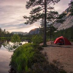 Zelt am Fluss - ©Erika Spengler