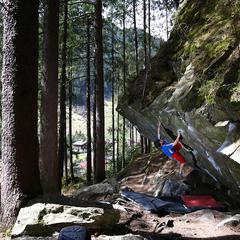 Bouldern vor wunderbarer Naturkulisse - ©Matthias Schiestl
