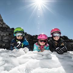 Felix Neureuther gibt Tipps: Kids auf der Piste - ©Intersport Pressemappe/www.sicher-im-schnee.de