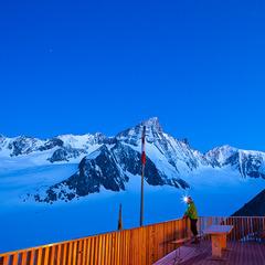 Abendstimmung auf der Finsteraarhornhütte mit Blick auf Fieschergletscher, Wallis, Schweiz - ©Iris Kürschner/powerpress.ch
