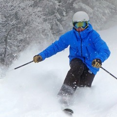 A tele-skiers gets some fresh turns on a Tremblant powder day. Photo Courtesy of Mont Tremblant, flickr.