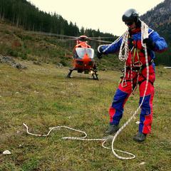 Manfred Hasenknopf ist ehrenamtlicher Luftrettungsverantwortlicher der Bergwacht - ©Lisa Kügel