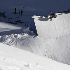 Sauberer Wall Ride am gut eingepassten Park Element und sanfter Transition - ©stefandrexl.com / Roland Haschka