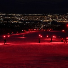 Night Skiing mit Farbspielen am Grouse Mountain