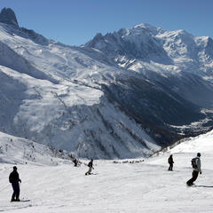 Ski avec vue sur le Mont-Blanc depuis les pistes de Balme