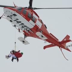 Klaus Kröll wird im Netz vom Rettungsheli geborgen - ©Alexis Boichard/AGENCE ZOOM
