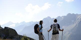 CMH Heli-Hiking Redefines Summer Vacation ©Mayrhofner Bergbahnen