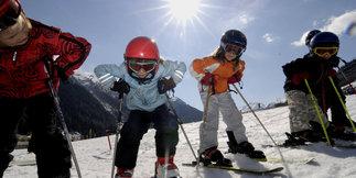 Poradnik zakupowy: Jak prawidłowo dobrać długość nart dla dziecka?