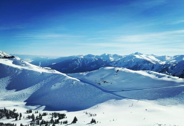 hard to beat a bluebird day like this .  needs some new snow but beautiful day in the sunshine !