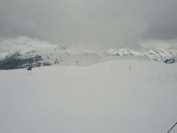 Awesome powder day at Whistler mountain. Harmony was great, deep pow.