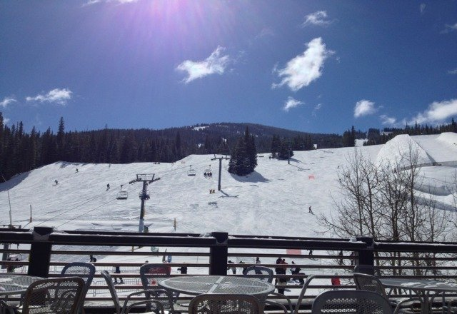 gorgeous blue skies and nice skiing today!