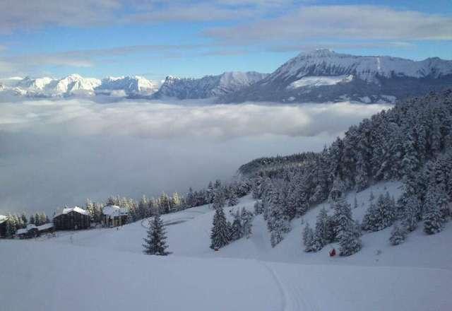 Vue de la vall?e par fond froide. neige excellente !