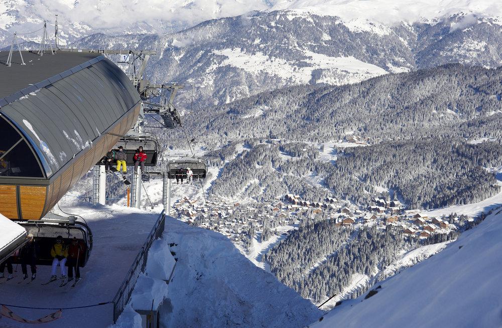 Idéalement implantée au centre du domaine skiable des 3 Vallées, Meribel vous donne accès à 600 kilomètres de pistes ! - © OT Meribel / David André