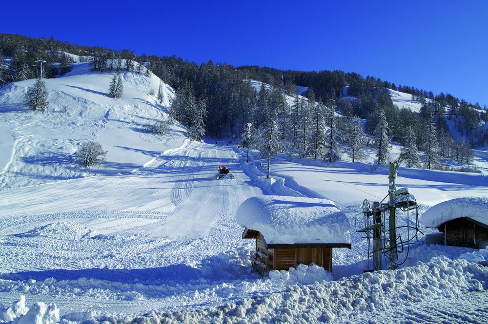 Préparation du domaine skiable d'Abriès après une grosse chute de neige - © Office de tourisme du Queyras