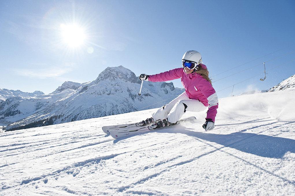 Accrocheurs, agiles et véloces... les skis de piste taillent la route ! - © HEAD / DL