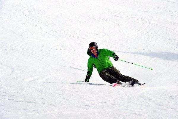 Det er ikke så mye som skal til for å få til en skikkelig carving-sving. - © World Ski Test