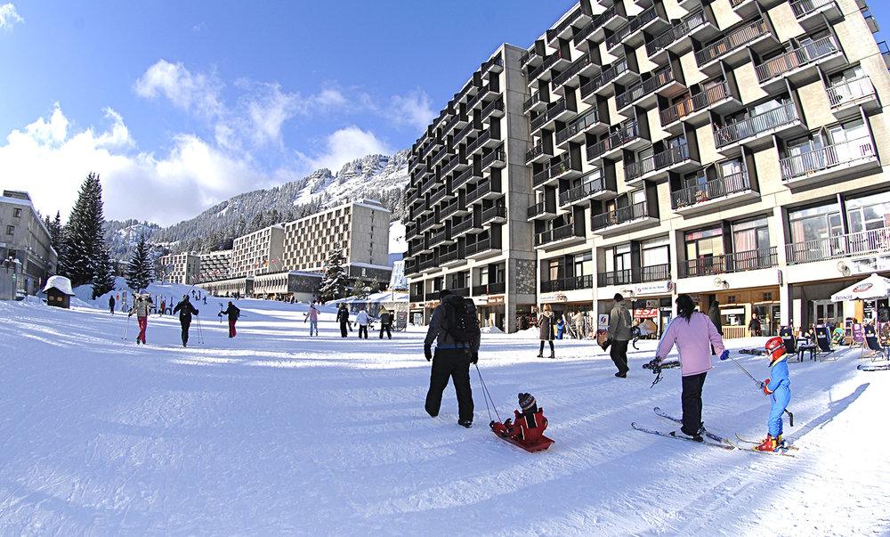 Le centre de Flaine est totalement interdit aux véhicules. On s'y déplace à pied ou en skis uniquement... - © Yann Havis