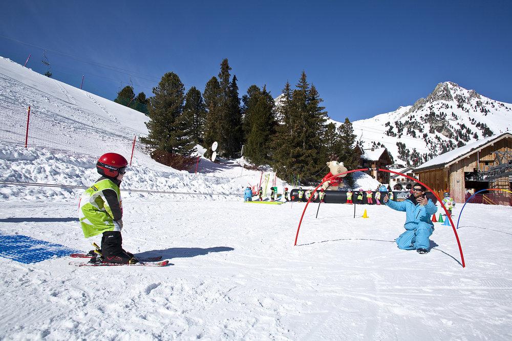 Le jardin d'enfant des Arcs : un espace entièrement dédié à l'apprentissage du ski pour les plus petits - © Scalp