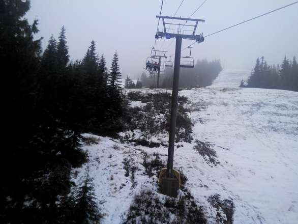 sat 30nov. wet heavy snow. brown spots and rock. visibility 30m and rain mix with snow.