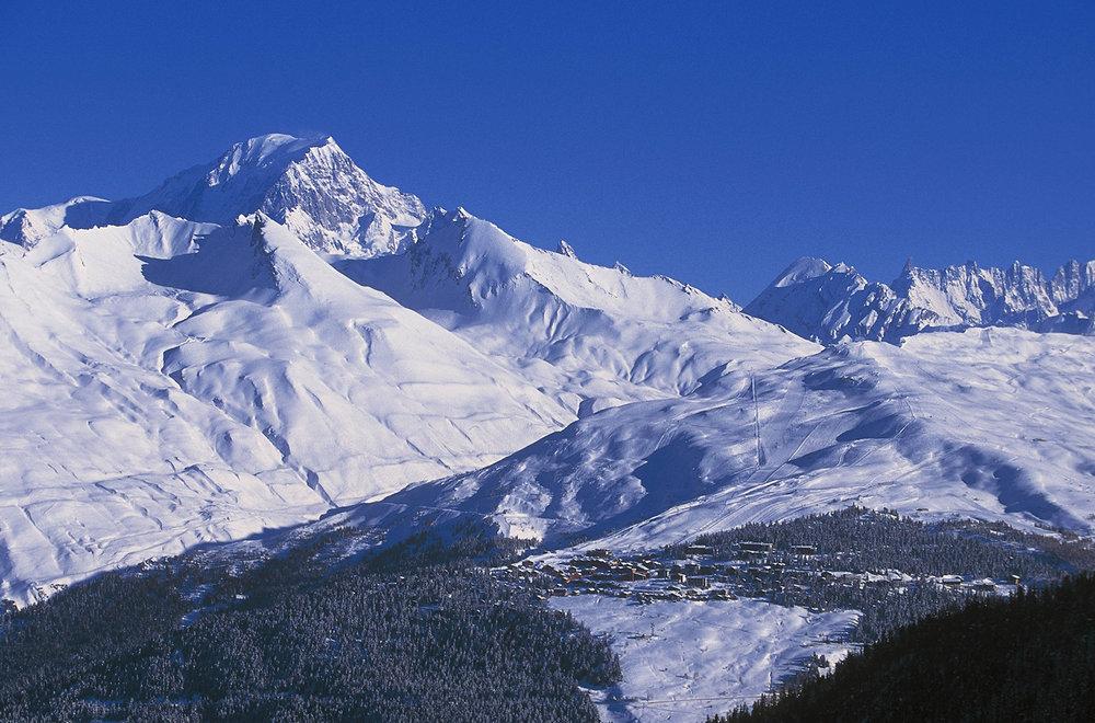 Nichée à 1850 m d'altitude sur un site en balcon exposé plein sud, La Rosière profite d'un ensoleillement et d'un panorama exceptionnels.