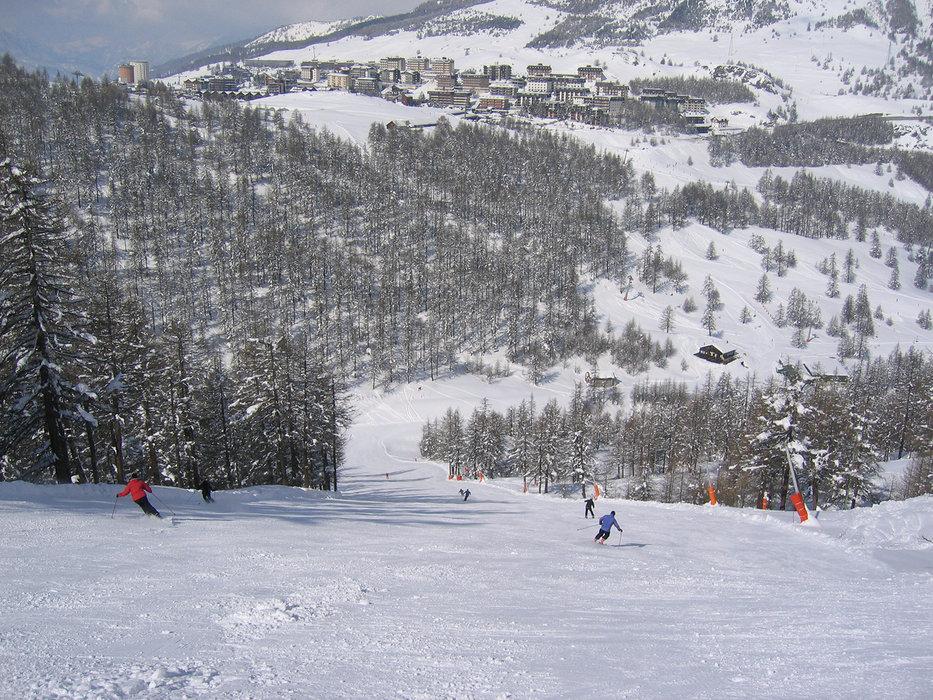 Ski sur le domaine skiable de Sestrières - © Sestriere Vialattea