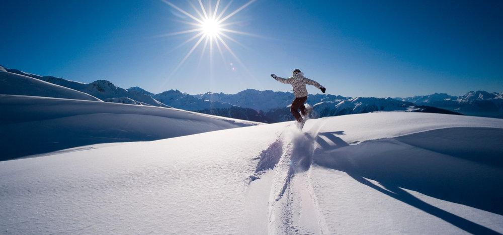 Session hors-piste sur les pentes enneigées de Nax/Mont-Noble - © Mont-Noble Tourisme