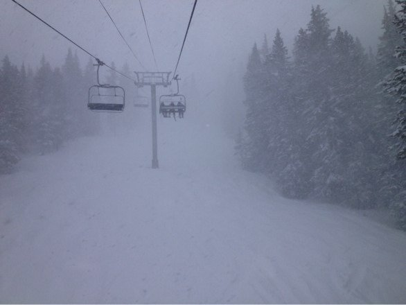 Great day to let it rip in the back bowls, snowing all day. Gaaaa tomorrow should be B E A UTIFUL!