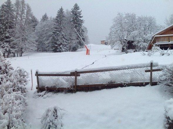 La neige est enfin arrivée 40cm sur le bas et 50-55cm sur le haut. Un bonheur pour les surfeurs tous le domaine est ouvert excepté le télésiège du crosat( normalement ok demain) bonne poudreuse !!!