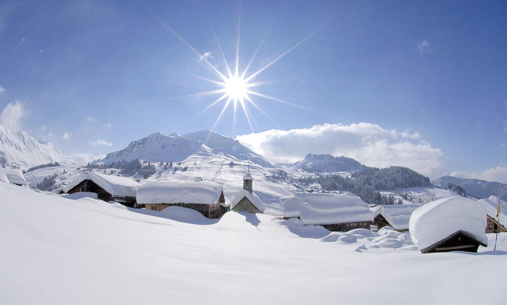 Le hameau du Chinaillon, départ des pistes de ski du Grand Bornand - © P-Lebveau / OT Le Grand-Bornand