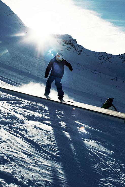 Snowpark Kaunertal: Straight Box Down - © Stefan Drexl