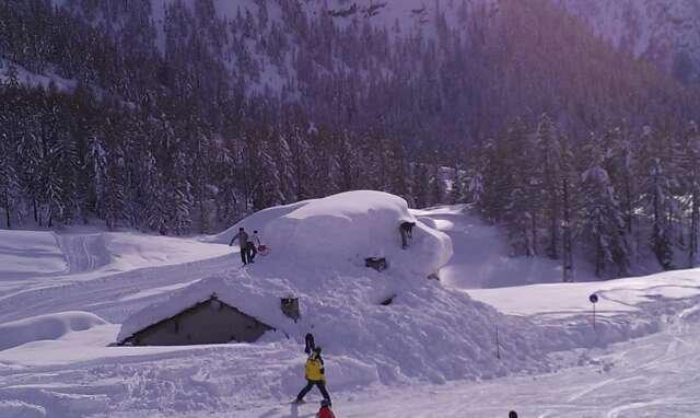 Tanta neve (si superano i 2 metri in alcuni punti) e giornata fantastica. Peccato per le piste a Carona chiuse per pericolo valanghe