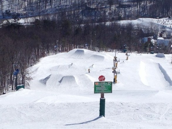 Wow the park was empty had it all to myself best day ever once they started the lift condition are as good as it gets, slope style comp on Sunday cant wait.