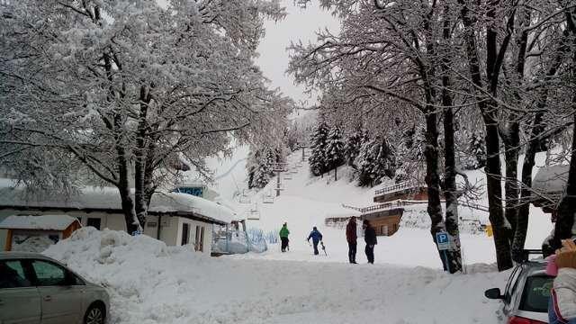 sciato ieri , piste battute discretamente ma ancora una volta tante piste chiuse......impianti aperti un po in ritardo alle 9.20  ma era nevicato fino a mattina presto....