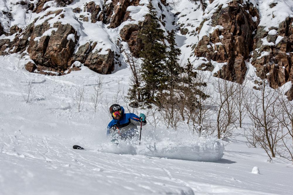 Crushing powder turns at Snowmass. Skier G.R. Fielding - © Liam Doran
