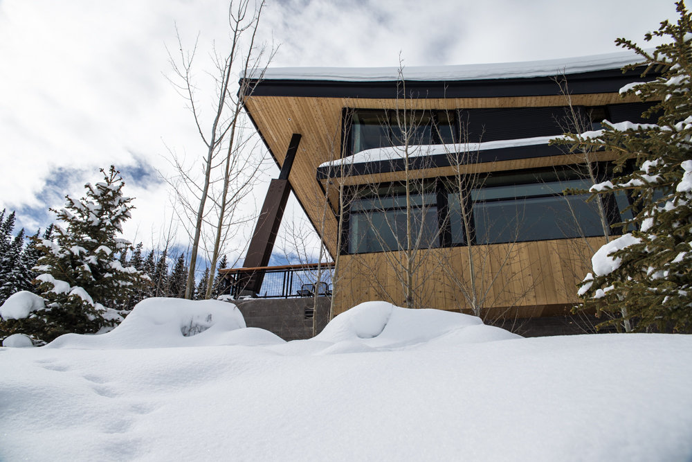 Modern mountain architecture mixes in at Elk Camp Lodge. - © Liam Doran