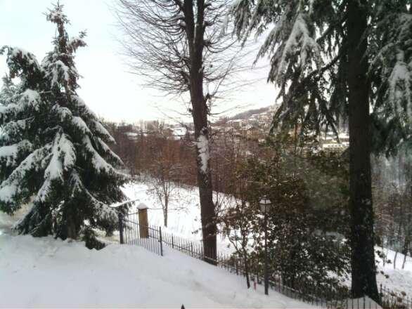 oggi 18 gradi ma la neve e ancora tanta e le piste tengono  bene tutto il di. mattina un poco duro e ghiaccetto poi fantastico ciò ciao a tutti dagli skininstructor Asia di san giacomo