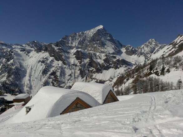 panorama splendido, piste magnifiche, neve da affondarci: uno sciatore non puoi chiedere di meglio!