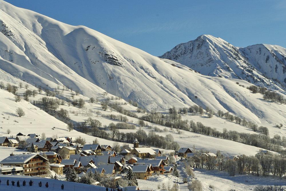 Vue sur la station de Saint Sorlin d'Arves et son domaine skiable - © Office de Tourisme de Saint Sorlin d'Arves