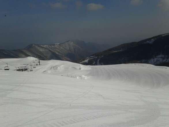 Neve buona fino alle 11, poi ha mollato parecchio. Piste ottimamente preparate. Gran sole, e tanta gente! Ottimi anche i fuoripista con bella neve!