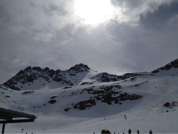 Am Freitag viel Sonne, heute Nebel und Schneefall. Wer Skifahren mag, dem ist das Wetter egal. So wie uns!