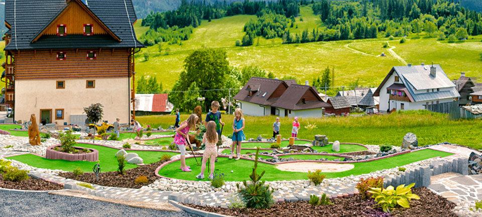 Adventure minigolf pri penzióne Strachan v Ždiari